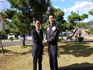 </p>  <p>将来の総理と握手!<br /> <img alt=